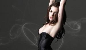Anne Hathaway hace de Cat Woman en El caballero oscuro