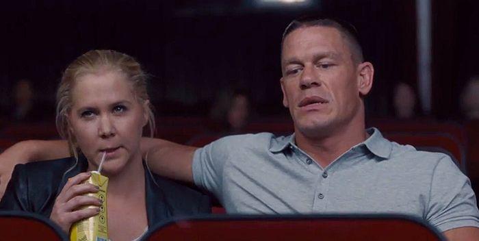 Amy Schumer y John Cena en Y de repente tú