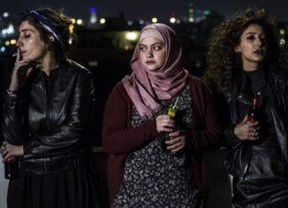 Crítica película Bar Bahar. Entre dos mundos