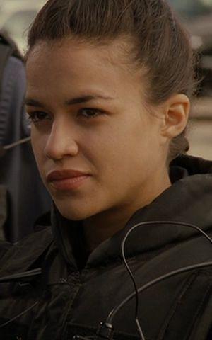 Michelle Rodrigruez en S.W.A.T Los Hombres de Harrelson
