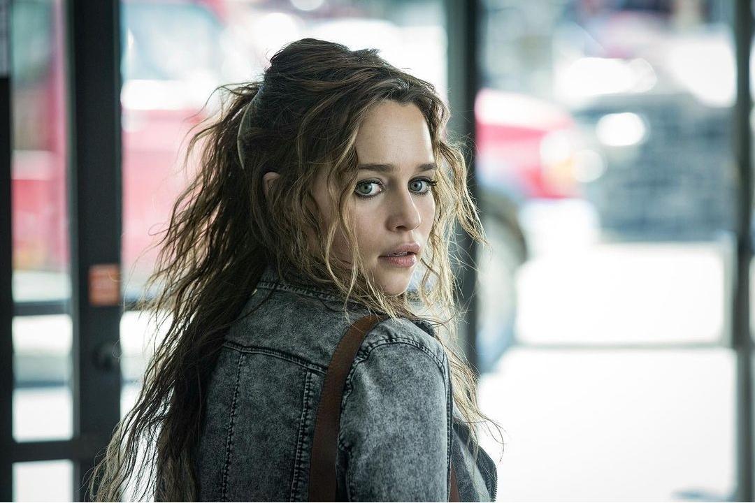 Emilia Clarke en Bajo sospecha
